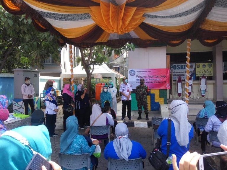 Puluhan Kaum Ibu Jalani Rapid Test di Kelurahan Angke Tambora