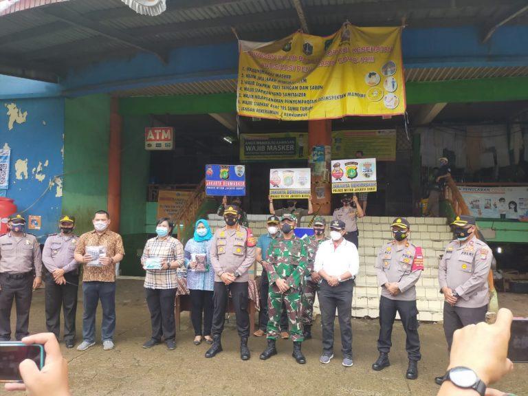 Kodim 0503/JB Adakan Kegiatan Pembagian Masker di Wilayah Tambora